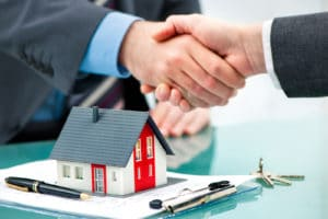 Exclusive Buyer Agent shaking hands with customer after contract signature